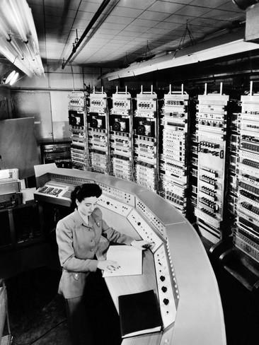 female-operator-at-the-console-of-the-raydac-raytheon-digital-automatic-computer-august-2-1952
